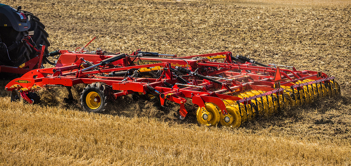 Väderstad cultivator TopDown in field