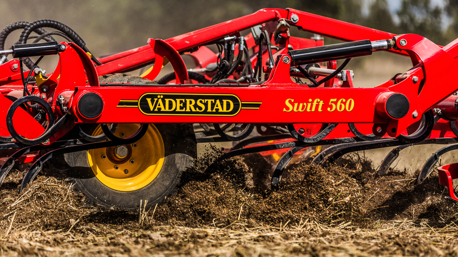 Väderstad Swift 560 with vibrating tines in speed